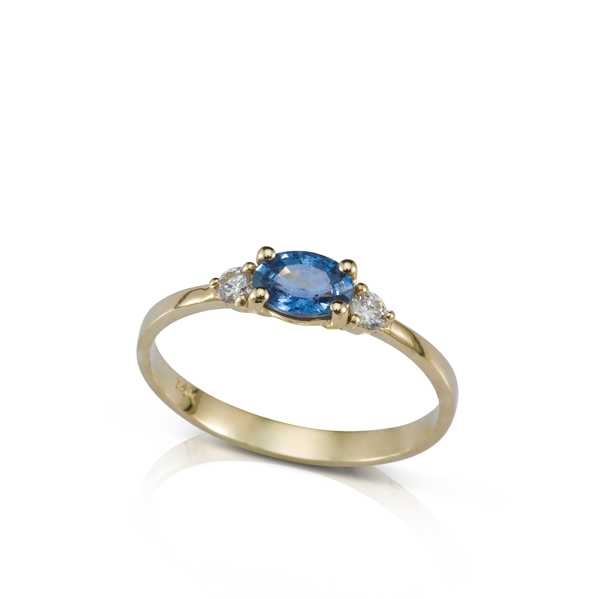 Solitaire ring set with 2 diamonds and an oval cut sapphire