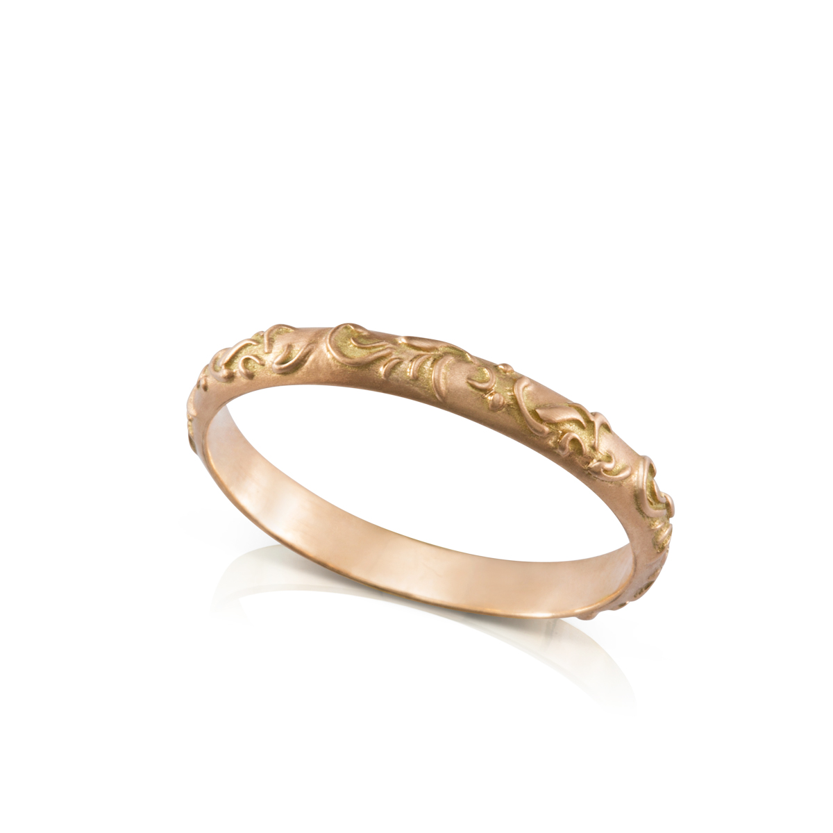 Gold ring decorated with a flower pattern in relief