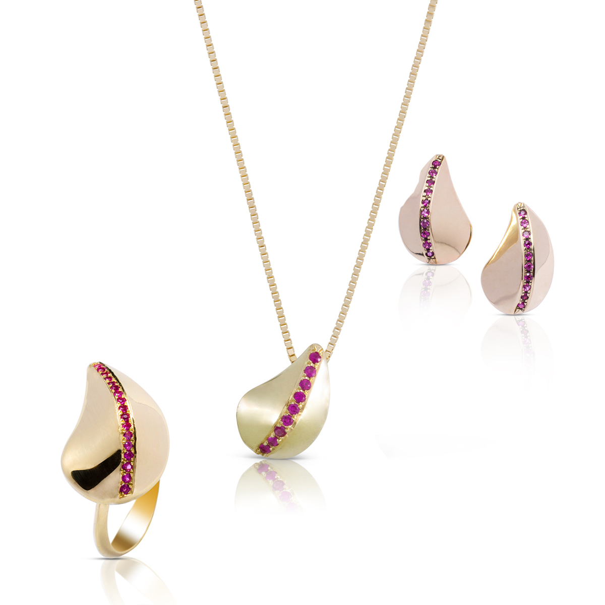 A pear shaped jewelry set with rubies
